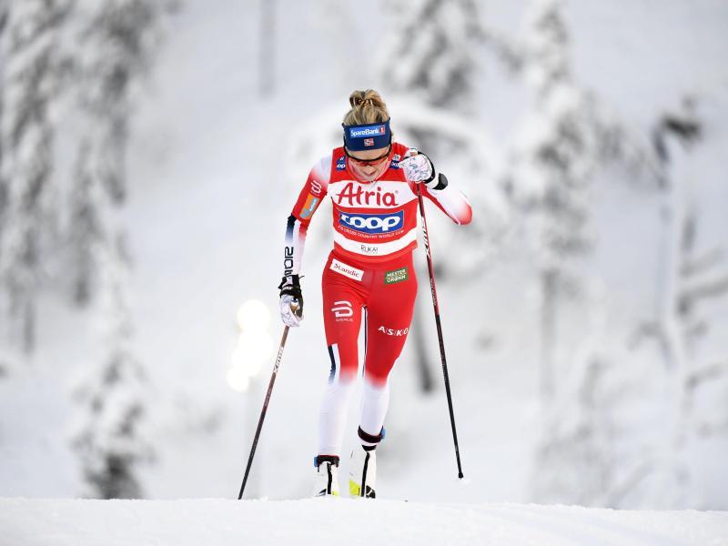 Norwegens Langlauf-Star Therese Johaug gewann in Ruka das Rennen über zehn Kilometer. Foto: Vesa Moilanen/Lehtikuva/dpa
