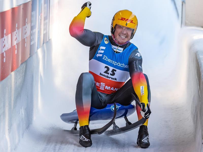 Felix Loch jubelt über seinen Sieg in Innsbruck. Foto: Expa/Johann Groder/APA/dpa