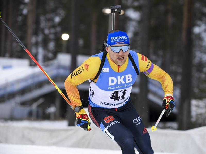 Biathlet Erik Lesser wurde beim Weltcup-Auftakt in Finnland Dritter. Foto: Markku Ulander/Lehtikuva/dpa