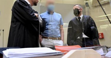 Gegen den Thüringer Arzt Mark S. wird am Landgericht München IIverhandelt. Foto: Peter Kneffel/dpa