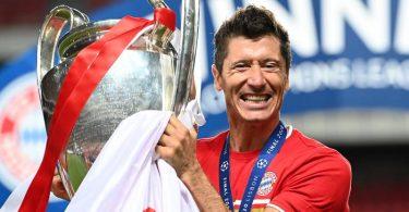 Könnte eine überragende Saison mit dem Weltfußballer-Titel krönen: Bayern-Torjäger Robert Lewandowski. Foto: Michael Regan/Getty Images via UEFA/dpa