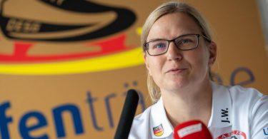 Erklärte überraschend ihren Rücktritt als Eisschnelllauf-Bundestrainerin:Jenny Wolf. Foto: Christophe Gateau/dpa