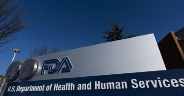 Die 'U.S. Food and Drug Administration' (FDA), hat dem Corona-Impfstoff von Biontech und Pfizer eine Notfallzulassung erteilt. Foto: Manuel Balce Ceneta/AP/dpa/Archivbild
