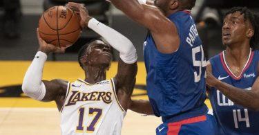 Dennis Schröder (l) spielte erstmals für die Los Angeles Lakers. Foto: Kyusung Gong/AP/dpa