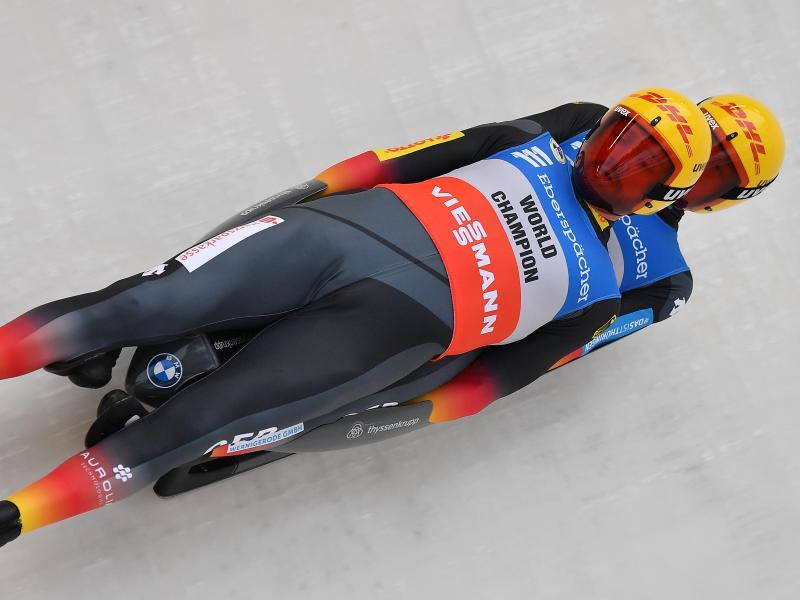 Toni Eggert und Sascha Benecken haben auf ihrer Heimbahn in Oberhof den ersten Weltcupsieg in diesem Winter eingefahren. Foto: Martin Schutt/dpa-Zentralbild/dpa