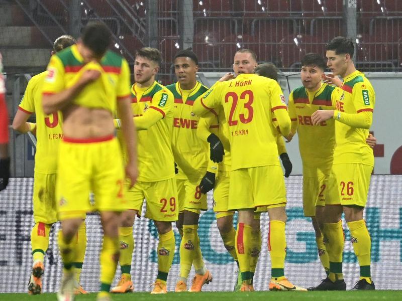 Kölns Mannschaft bejubelt das 1:0 in Mainz. Foto: Torsten Silz/dpa