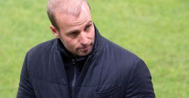 Muss gegen Roter Stern Belgrad den Ausfell vieler Stammspieler kompensieren: Hoffenheims Trainer Sebastian Hoeneß. Foto: Torsten Silz/dpa
