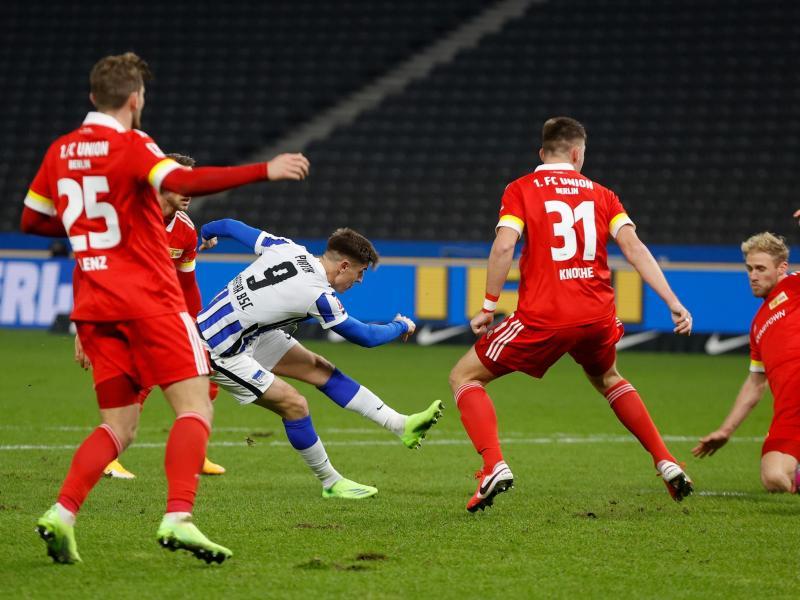 Krzysztof Piatek (2.vl) war Herthas Matchwinner beim Berlin-Derby gegen Union. Foto: Odd Andersen/AFP-Pool/dpa