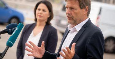 Die Grünen-Chefs Annalena Baerbock und Robert Habeck fordern die Bundes-CDU auf, sich hinter Sachsen-Anhalts Regierungschef Reiner Haseloff zu stellen (Archiv). Foto: Kay Nietfeld/dpa