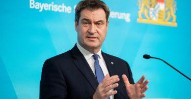 Der bayerische Ministerpräsident Markus Söder informiert nach der Kabinettssitzung über die Entscheidungen über weitere Corona-Maßnahmen. Foto: Matthias Balk/dpa