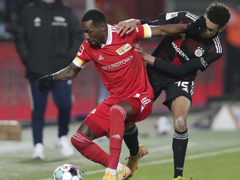 Unions Sheraldo Becker (l) im Zweikampf mit Bayern-Talent Jamal Musiala. Foto: Michael Sohn/POOL AP/dpa