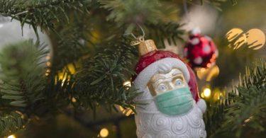 Eine Mehrheit will sich an Weihnachten an die Corona-Regeln halten, sagt eine Umfrage. Foto: Tom Weller/dpa/Archiv