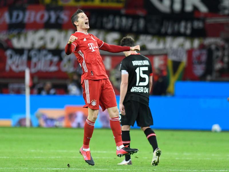 Dank Weltfußballer Robert Lewandowski drehten die Bayern das Spitzenspiel in Leverkusen. Foto: Bernd Thissen/dpa-pool/dpa