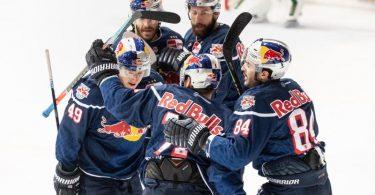 Der EHC Red Bull München gewann das erste Saisonspiel gegen Augsburg nur knapp. Foto: Matthias Balk/dpa