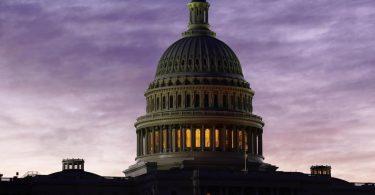 Das Corona-Hilfspaket hat einen Umfang von rund 900 Milliarden Dollar. Foto: J. Scott Applewhite/AP/dpa
