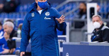 Muss mitSchalke im DFB-Pokal gegen Viertligist Ulm ran: Interimstrainer Huub Stevens. Foto: Guido Kirchner/dpa