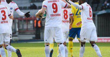 Der HSV machte in Braunschweig die Hinrunden-Meisterschaft klar. Foto: Swen Pförtner/dpa