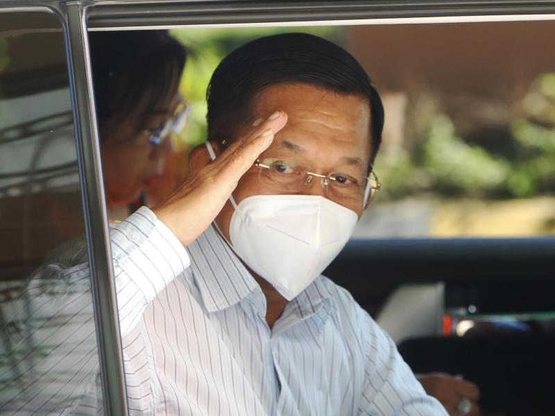 Die eigentliche Macht liegt bei Armeechef Min Aung Hlaing, der während des für die Dauer eines Jahres ausgerufenen Notstands die oberste Befehlsgewalt inne hat. Foto: Aung Shine Oo/AP/dpa