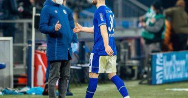 Schalke setzte gegen Leipzig gleich auf Neuzugang Shkodran Mustafi (r). Foto: Rolf Vennenbernd/dpa-Pool/dpa