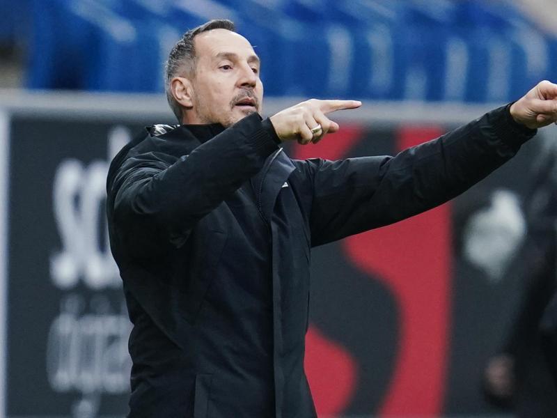 Ob die Champions League für die Eintracht realistisch ist? 'Wenn wir so weiterspielen auf alle Fälle', sagt Trainer Adi Hütter. Foto: Uwe Anspach/dpa