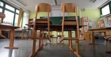 In der Corona-Pandemie sind Klassenräume verwaist - das wird wohl auch noch so bleiben. Foto: Sebastian Gollnow/dpa