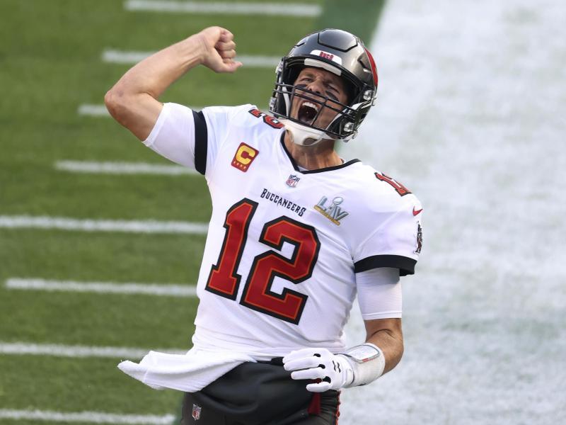 Quarterback Tom Brady von den Tampa Bay Buccaneers spielt überragend und holt sich den Titel erneut. Foto: Mark Lomoglio/AP/dpa