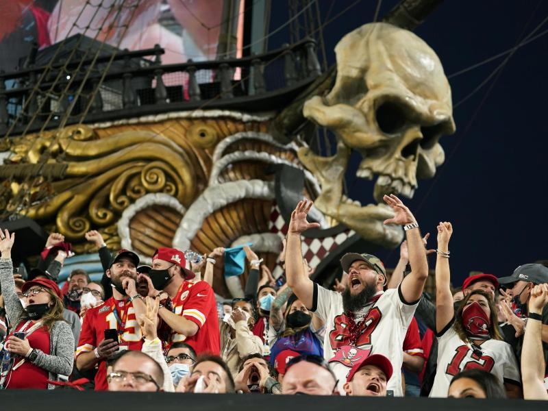 Auch einige Fans waren in Tampa trotz der Corona-Krise zugelassen. Foto: Mark Humphrey/AP/dpa