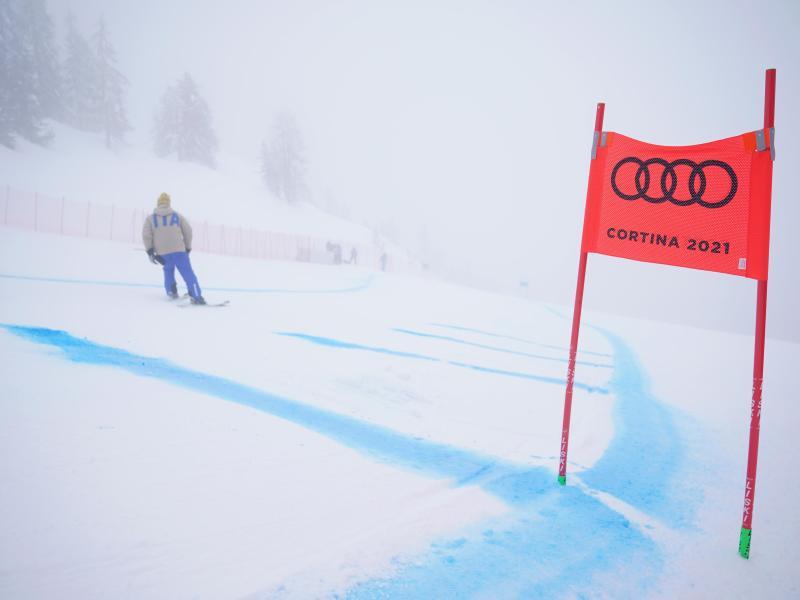 Dichter Nebel auf der Strecke verhindert den Wettkampf. Foto: Michael Kappeler/dpa