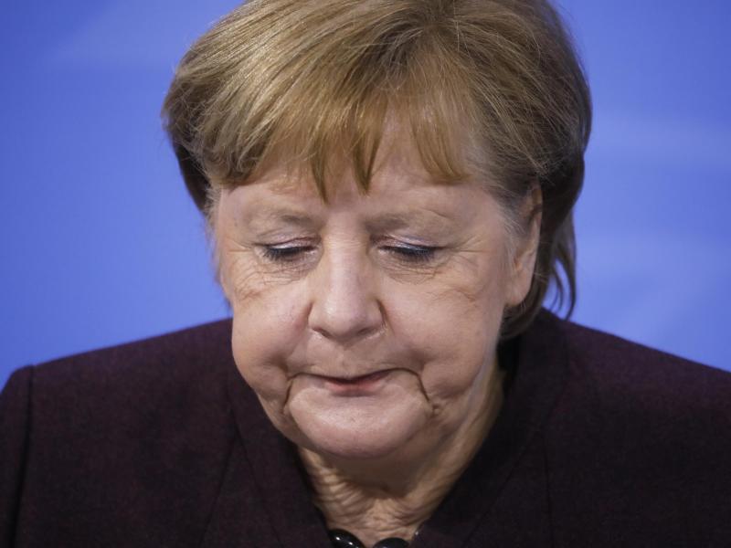 Bundeskanzlerin Angela Merkel gibt im Bundestag eine Regierungserklärung zu den Beschlüssen ab. Foto: Markus Schreiber/AP/dpa