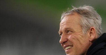 Hat seinen Vertrag beim SC Freiburg erneut verlängert: Trainer Christian Streich. Foto: Swen Pförtner/dpa