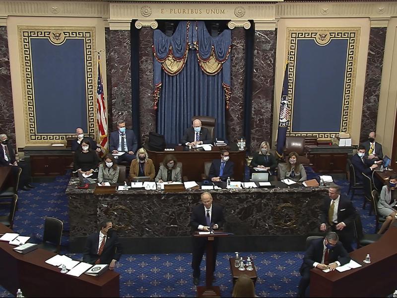 Einer der Verteidiger Trumps, David Schoen (vorne,M), wirft den Anklägern vor, sich auf manipulierte Beweise zu stützen. Foto: Uncredited/Senate Television/AP/dpa