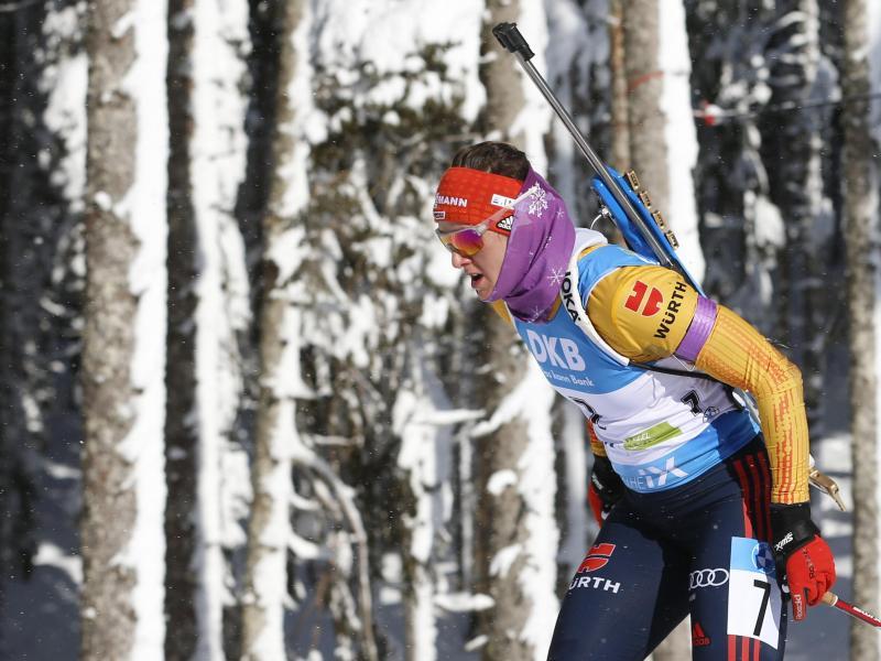 Wurde beim Sprint über 7,5 Kilometer Vierte:k Denise Herrmann in Aktion. Foto: Darko Bandic/AP/dpa