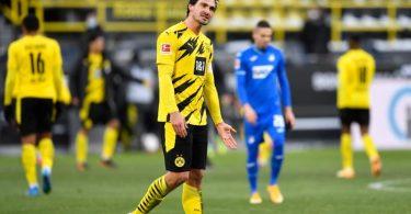 Dortmunds Mats Hummels zeigt sich nach dem Spiel genervt. Foto: Marius Becker/dpa