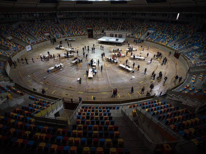 In einer ehemaligen Stierkampfarena in Tarragona konnten die Wähler ihre Stimme abgeben. Foto: Emilio Morenatti/AP/dpa