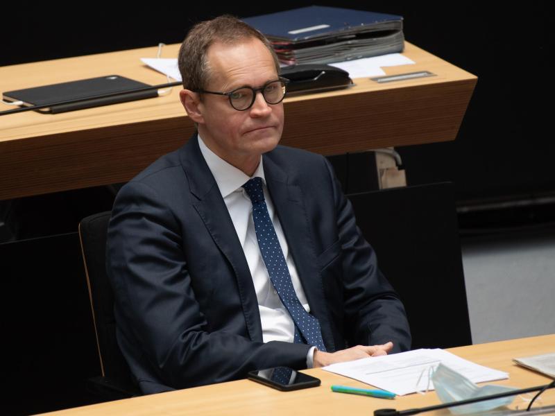 Berlins Regierender Bürgermeister Michael Müller hat zur nächsten Ministerpräsidentenkonferenz einen Stufenplan für Öffnungsschritte versprochen. Foto: Paul Zinken/dpa-Zentralbild/dpa