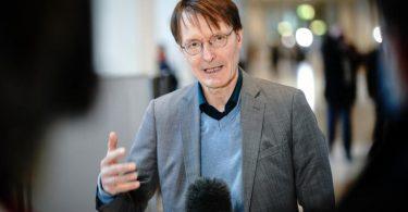 Trifft sich mit Bayern-Coach Hansi Flick: Gesundheitspolitiker Karl Lauterbach. Foto: Kay Nietfeld/dpa