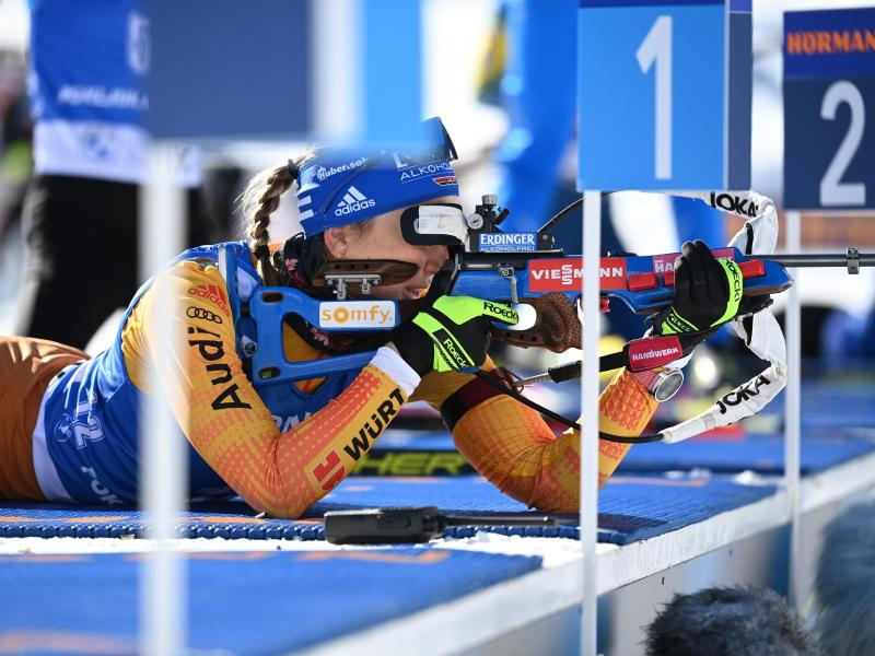 Visiert mit Erik Lesser eine WM-Medaille in der Biathlon-Mixed-Staffel an: Franziska Preuß. Foto: Sven Hoppe/dpa