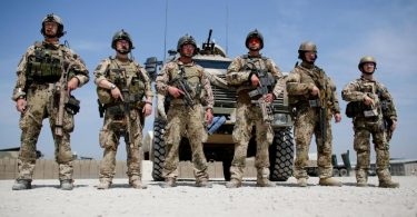 Soldaten der Bundeswehr in einem Feldlager im afghanischen Kundus. Foto: Kay Nietfeld/dpa