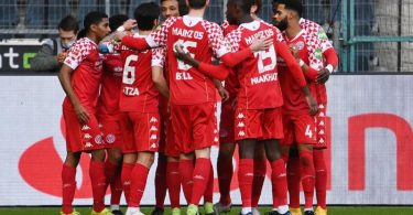Die Mainzer jubeln nach dem Tor zur 1:0-Führung in Mönchengladbach. Foto: Federico Gambarini/dpa-POOL/dpa