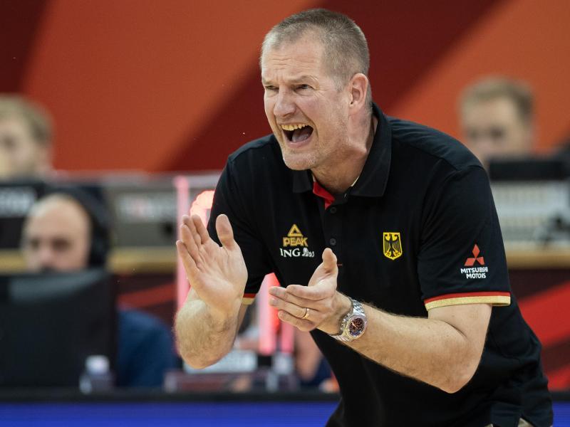 Basketball-Bundestrainer Henrik Rödl blickt schon auf Olympia. Foto: Swen Pförtner/dpa