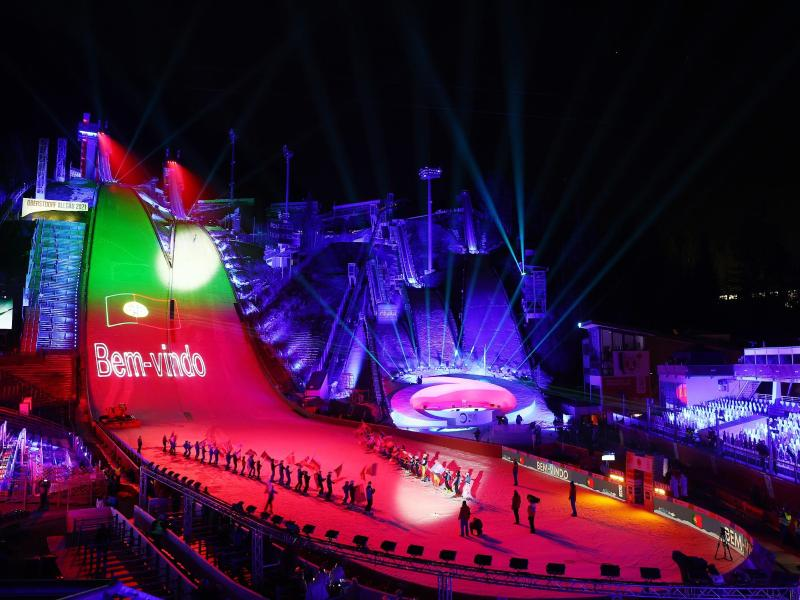 Die teilnehmenden Nationen werden bei der Eröffnungsfeier begrüßt. Foto: Daniel Karmann/dpa