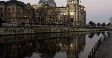 Der Beschuldige soll Zugriff auf Dateien mit den Grundrissen der Liegenschaften des Bundestags gehabt haben. Foto: Paul Zinken/dpa-Zentralbild/dpa