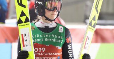 Anna Rupprecht wurde neben Katharina Althaus, Karl Geiger und Markus Eisenbichler von Bundestrainer Stefan Horngacher für den Mixed-Teamwettbewerb nominiert. Foto: Daniel Karmann/dpa