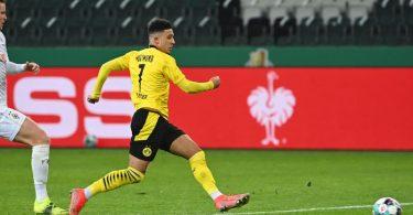 Dortmunds Jadon Sancho erzielt das Tor zum 1:0 gegen Gladbach. Foto: Federico Gambarini/dpa-Pool/dpa