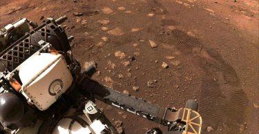 Der Rover 'Perseverance' der NASA düst über den Planeten Mars. Foto: Nasa/ZUMA Wire/dpa