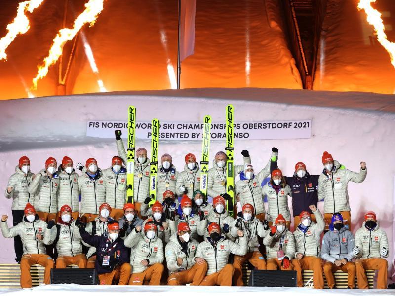 Das Team des DSV präsentiert sich für ein Gruppenfoto. Foto: Karl-Josef Hildenbrand/dpa