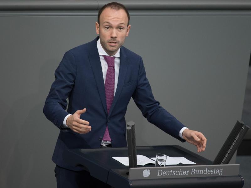 Der CDU-Abgeordnete Löbel will sich komplett aus der Politik zurückziehen. Foto: Jörg Carstensen/dpa