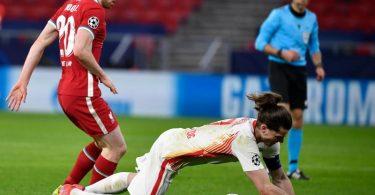 Die Leipziger um Marcel Sabitzer (r) schieden gegen den FC Liverpool aus der Champions League aus. Foto: Marton Monus/dpa