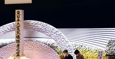 Japans Kaiser Naruhito (l) und Kaiserin Masako bei der nationalen Gedenkfeier in Tokio. Foto: Behrouz Mehri/Pool AFP/dpa