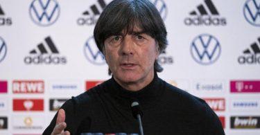 Stand in Frankfurt Rede und Antwort: (Noch)-Bundestrainer Joachim Löw. Foto: Thomas Boecker/DFB/dpa